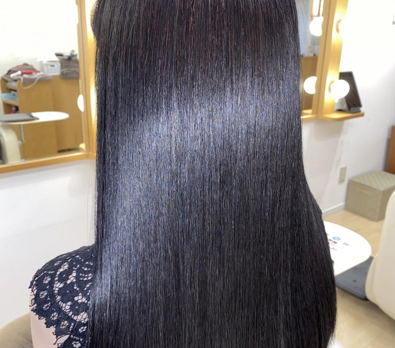 長年縮毛矯正を繰り返して硬くなったダメージ毛も、しなやかなうる艶ストレートに!